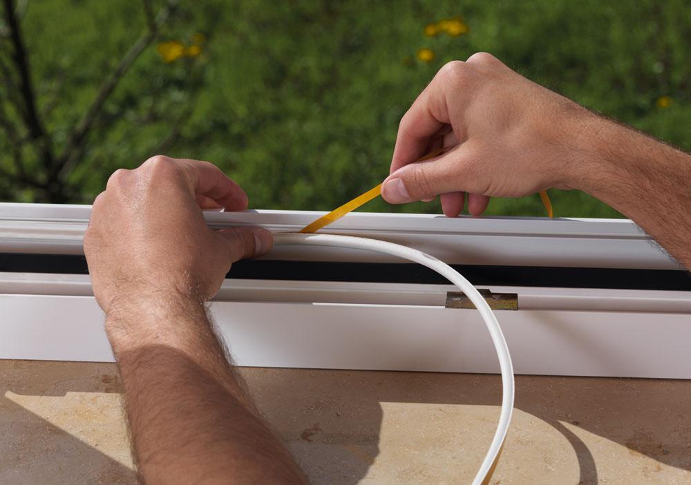 Storslået Guide: 5 tips til isolering af vinduer med isoleringsbånd JE43